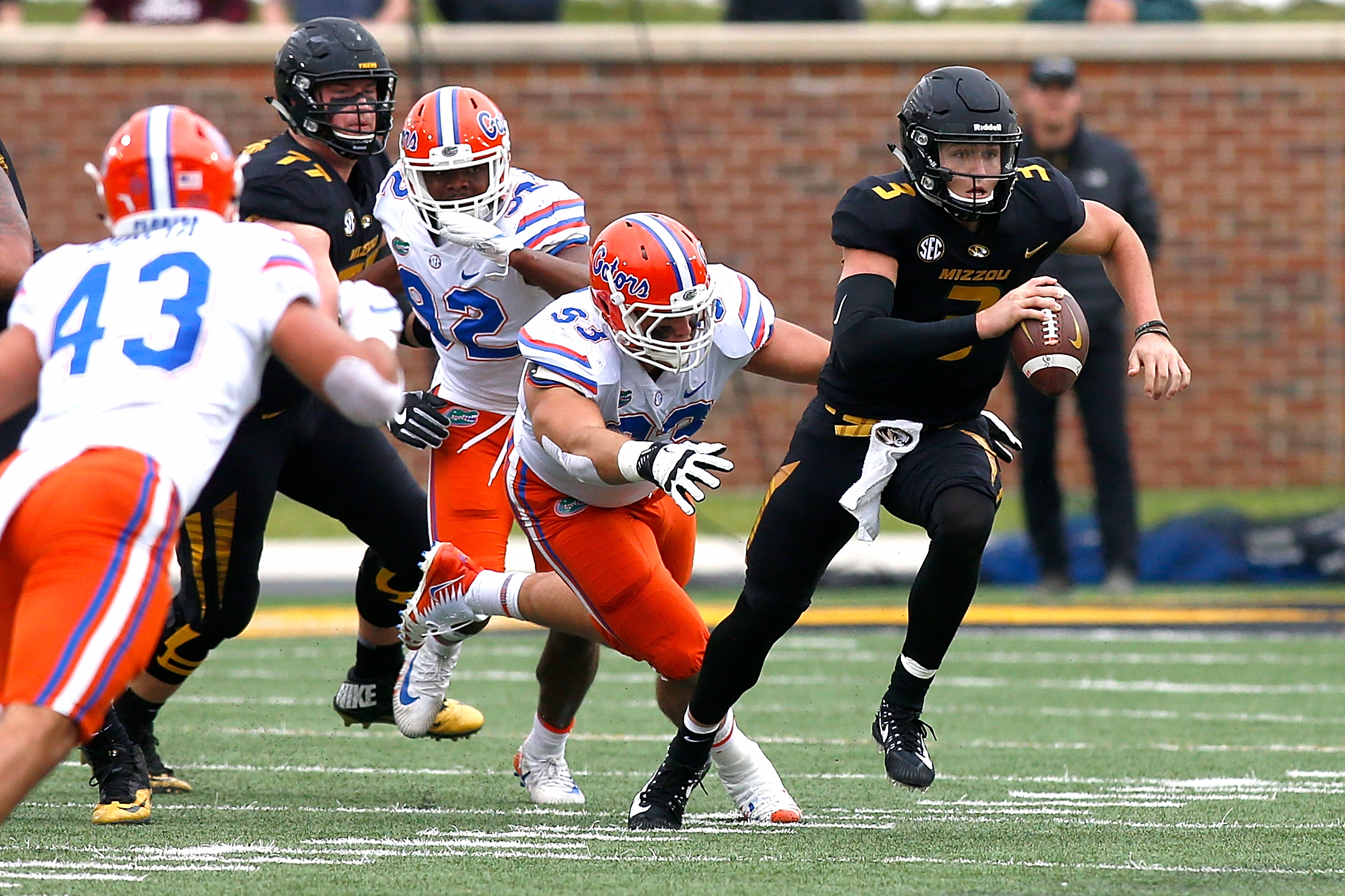 Missouri runs wild against Tennessee for 50-17 victory